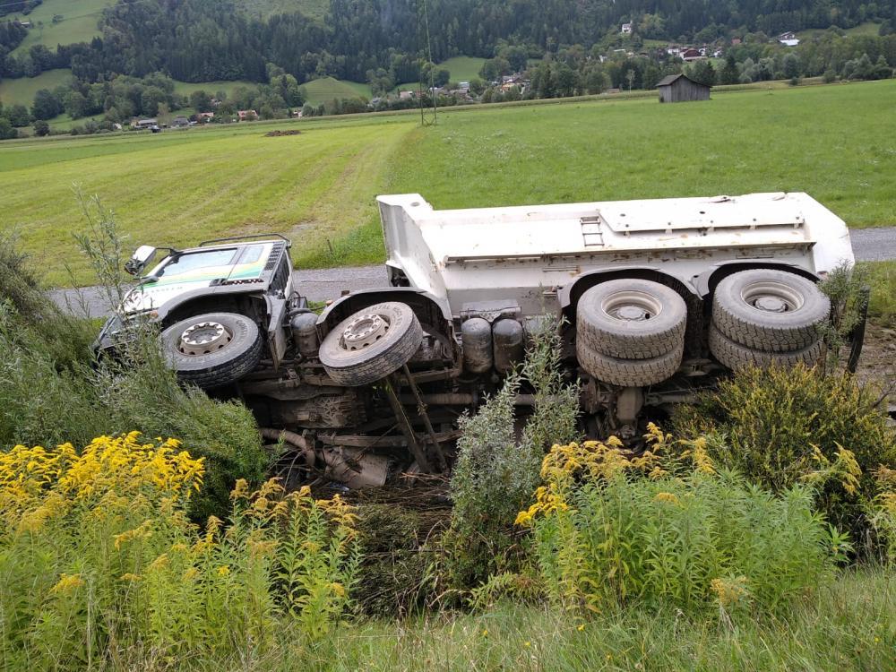 Verkehrsunfall mit Schadstoffaustritt