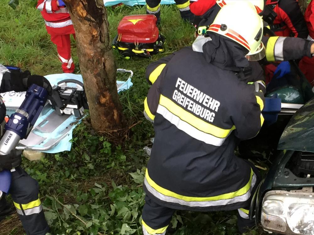 Schwerer Verkehrsunfall in Berg