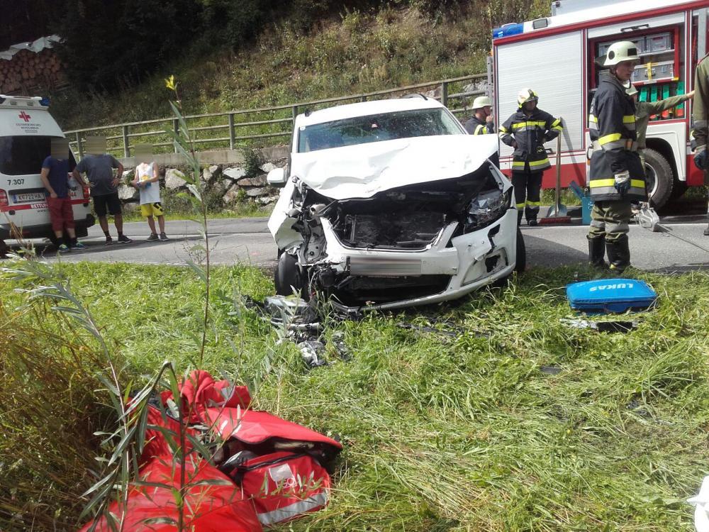 Schwerer Verkehrsunfall B-100 in...